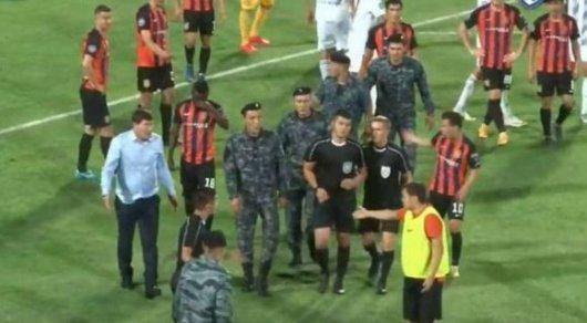 Бойцы Нацгвардии вмешались в концовку футбольного матча в Шымкенте