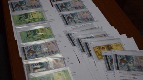 Фальшивые деньги распространяют в Алматы