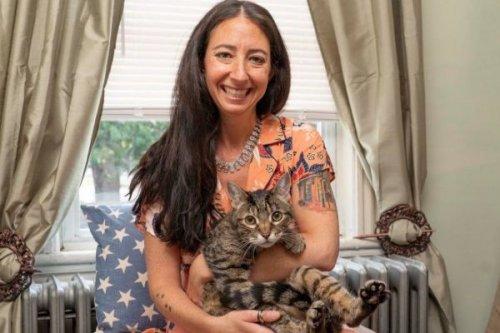Женщина пошла на отчаянные меры и решила украсть кота из чужой семьи. И своими действиями спасла ему жизнь