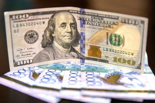 Уже по 388 тенге продают доллар США а обменниках Казахстана