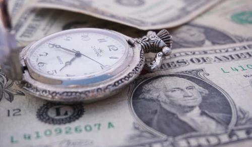 Курс доллара перевалил за 390 тенге в обменниках