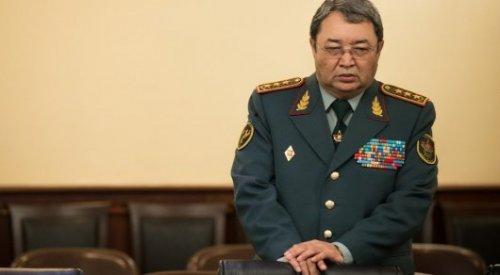 Токаев уволил бывшего министра обороны из Вооруженных сил