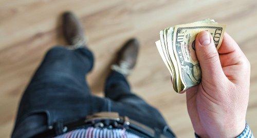 Кто пострадает от новых требований к обменникам в Казахстане