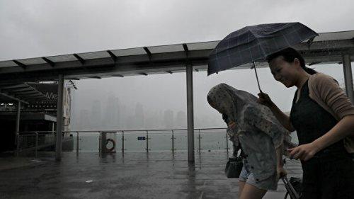 """Власти Китая объявили """"красный"""" уровень тревоги из-за супертайфуна """"Лекима"""""""