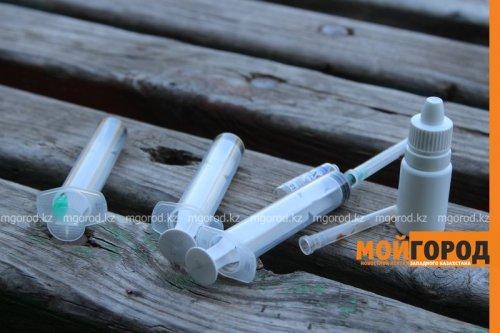 Женщина продавала психотропные препараты во дворе дома в Атырау