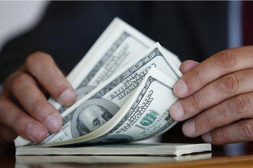 До $100 тысяч смогут без декларации ввозить и вывозить казахстанцы