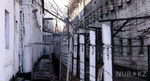 Заражавший девушек ВИЧ житель Темиртау умер в колонии