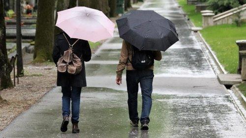 Дожди с грозами и похолодание ожидаются в Казахстане