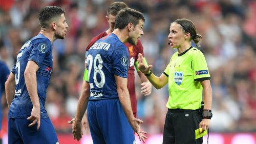 Девушка-арбитр идеально отсудила Суперкубок УЕФА