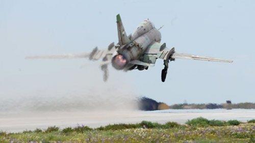 Боевики сбили сирийский военный самолет, сообщили СМИ