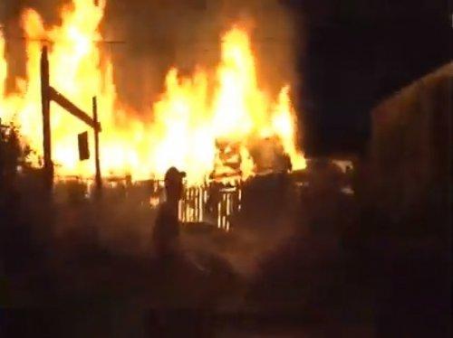 В ВКО случайные прохожие предотвратили возгорание Lexus