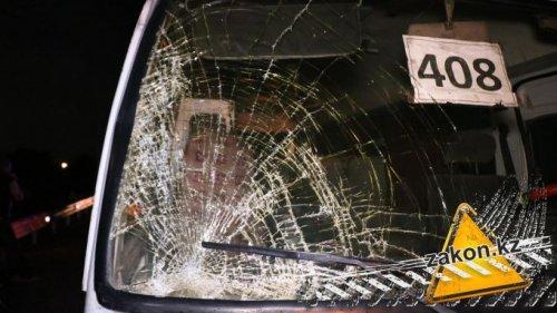 Автобус сбил пешехода на трассе в Алматинской области