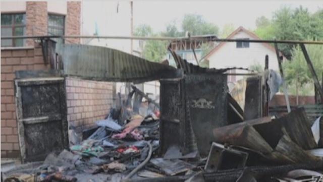 Алматинка по неосторожности подожгла собственный дом