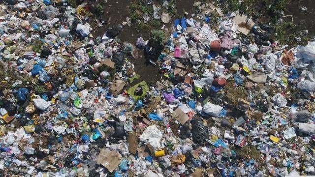 Жилые дома Талдыкоргана утопают в бытовом мусоре