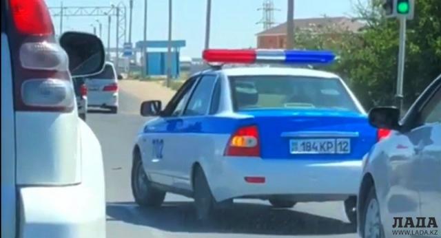 В Актау  оштрафовали полицейского, нарушившего ПДД