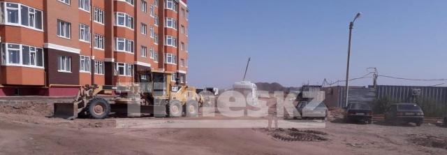 В Актобе с пятого этажа строящегося дома сорвался рабочий