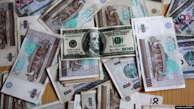 В Узбекистане отпустили сум в свободное плавание и начали продавать в банках наличную валюту