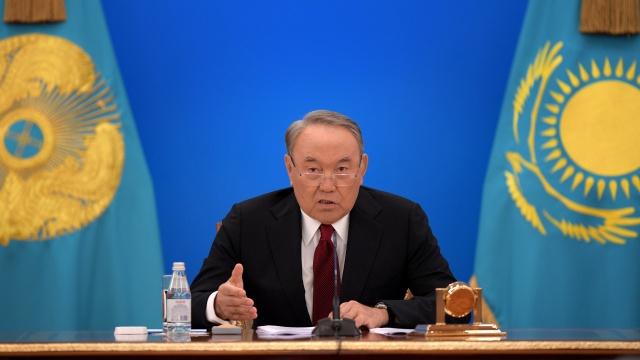 """Назарбаев ответил тем, кто говорит государству """"Дай!"""""""