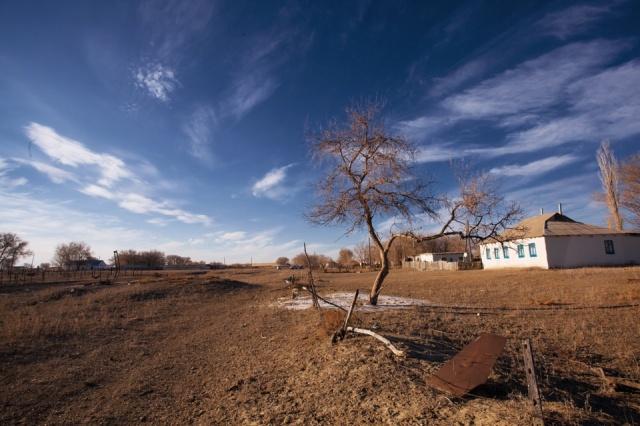 """""""Степь широкая"""": Назарбаев предложил переселять людей из аулов-паразитов"""