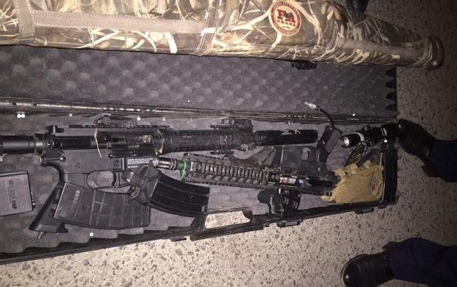 В Атырау в багажнике брошенного авто нашли целый арсенал оружия