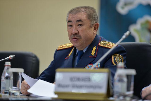 Глава МВД прокомментировал наезд на толпу людей в Алматы