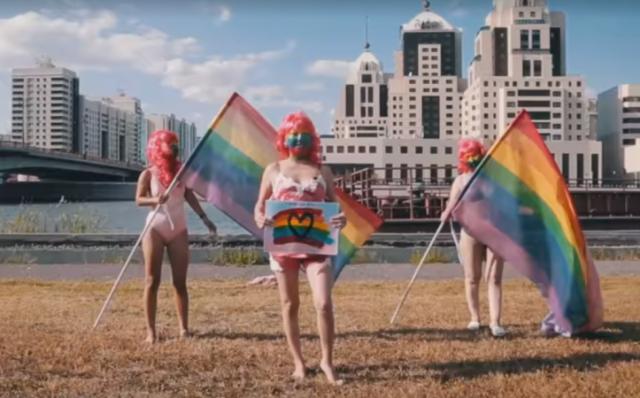 Активистки ЛГБТ вышли на улицы Нур-Султана в нижнем белье