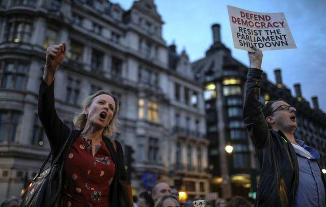Петиция против приостановки работы парламента Британии набрала более 1 млн подписей