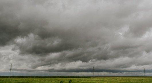 Штормовое предупреждение из-за грозы и ветра объявили в двух областях