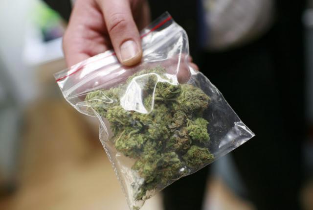 27 килограммов марихуаны обнаружили актюбинские оперативники при досмотре автомобиля