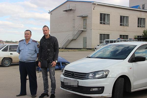 Двое граждан Таджикистана попытались вернуться из Санкт-Петербурга на родину на угнанном автомобиле