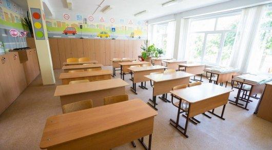 Ребенка закрыли в классе - о падении школьника рассказали в акимате