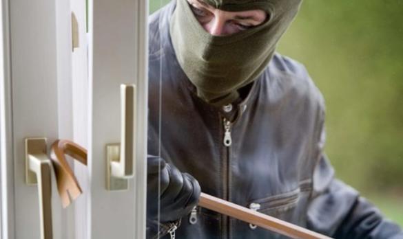 20 миллионов тенге украл домушник в Павлодаре