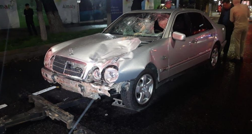 Две девушки погибли под колесами авто в центре Алматы