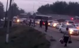 Родные водителя автобуса, погибшего в аварии с поездом, винят смотрителя переезда