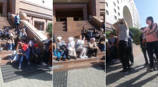 Многодетные матери требуют жилье на митинге в Нур-Султане