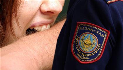 В Шымкенте муж и жена, отмечая диплом дочери, избили и укусили полицейского