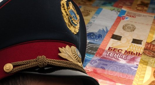 Полицейский в Шымкенте вымогал взятку у коллеги