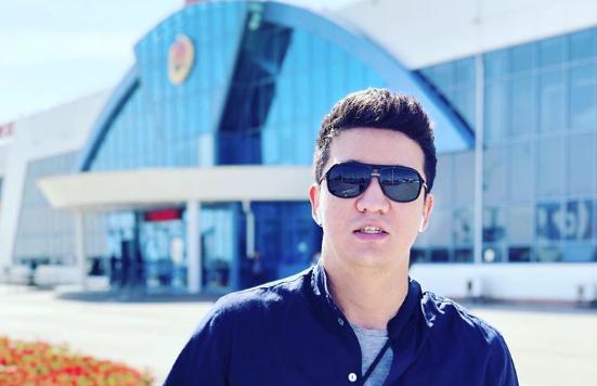 """""""Я считаю, это незаконно"""": Айкын возмутился сервисом в самолетах Air Astana"""