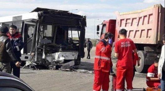 Пассажирский автобус попал в ДТП в Нур-Султане: в больницу обратились 22 человека