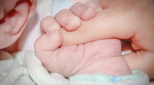 Женщина родила на полу в коридоре роддома в Караганде