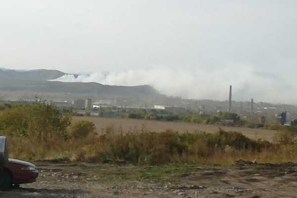 Усть-каменогорцев попросили оставаться в домах из-за пожара