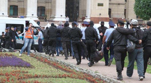 Сколько человек наказаны за участие в митингах в Алматы с начала года