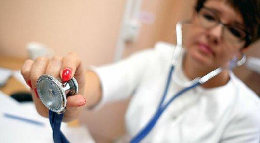 Проходившая мимо врач спасла посетителя аптеки в Алматы