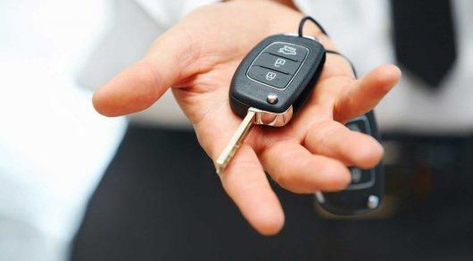 В Костанайской области чиновников подозревают в получении авто в качестве взятки