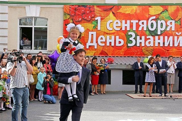 Первый раз в первый класс: День знаний празднуют в Казахстане