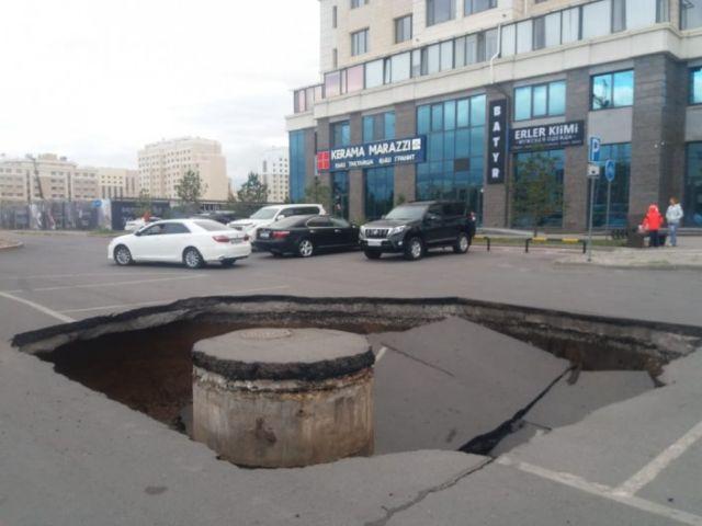 Дорожное полотно провалилось в Нур-Султане
