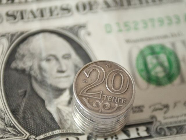 Курс доллара превысил отметку в 390 тенге