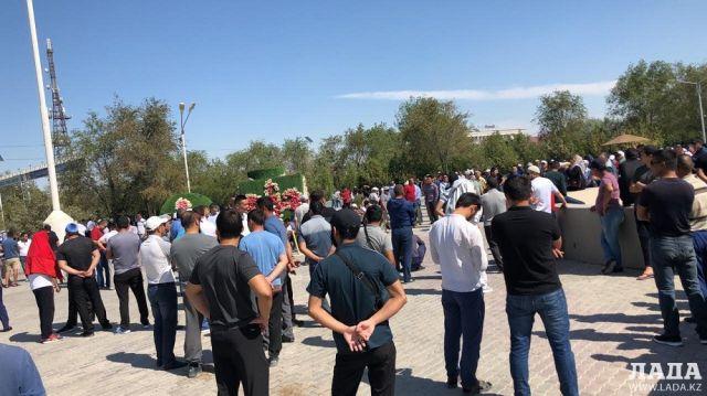 Аким Мангистауской области встретился с протестующими жителями Жанаозена