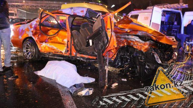 Два человека погибли в результате страшного ДТП в Алматы