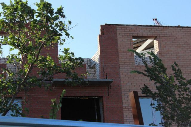 В Темиртау треснул и накренился дом, который строили в этом году для многодетных семей